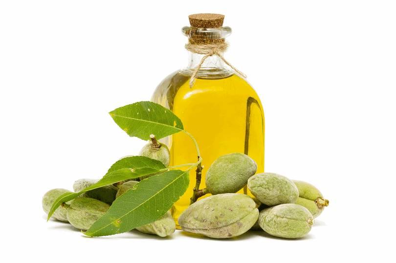 Миндальное масло обладает противовоспалительными, антисептическими, смягчающими, питательными, успокоительными, увлажняющими, антиоксидантными, слабительными свойствами.
