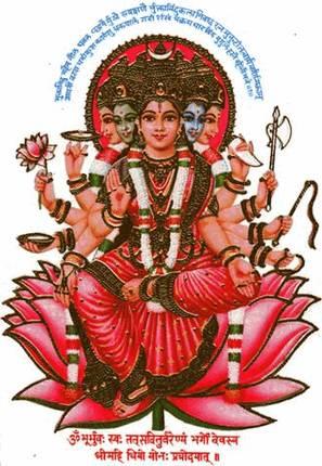 Гаятри-мантра – понимающая мать. И так же, как существует бессловесное взаимопонимание матери и ребенка, так же существует неразрывная связь между практикующим и мантрой.
