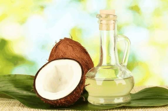 Кокосовое масло, как и пальмовое, в основном рекомендуется для ухода за здоровой кожей и поддержания ее здоровья.
